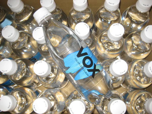 VOXヴォックス強炭酸水プレーンの口コミ!時間を置いても強い炭酸が残ってる!